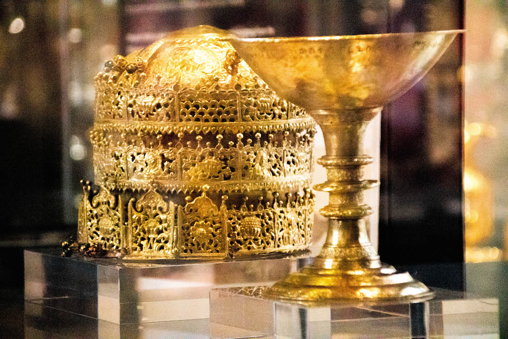 Golden Crown & Chalice, V&A Museum, from Maqdala Battle